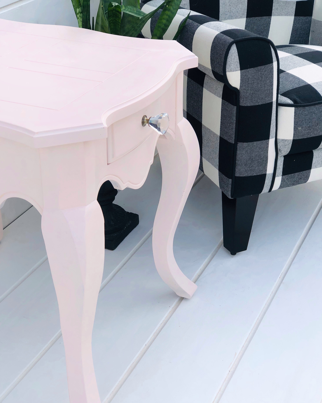 table makeover, DIY makeover, DIY furniture makeover, DIY at home project, furniture makeover project, pink side table DIY, furniture makeover project, before and after furniture makeover, BB Frosch, chalk paint DIY, chalk paint furniture makeover project, DIY furniture makeover inspiration, DIY home weekend project