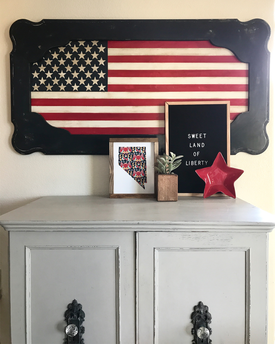 Patriotic Art from an Old Table, table Makeover DIY makeover, DIY furniture makeover, DIY at home project, furniture makeover project, furniture makeover project, before and after furniture makeover, BB Frosch, chalk paint DIY, chalk paint furniture makeover project, DIY furniture makeover inspiration, DIY home weekend project