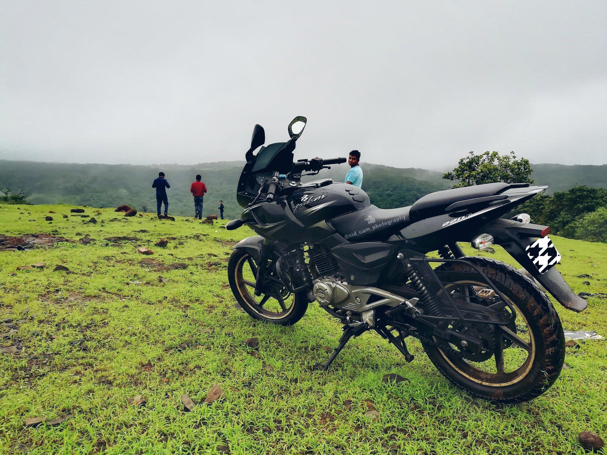 adventure-biker-daylight-978249.jpg