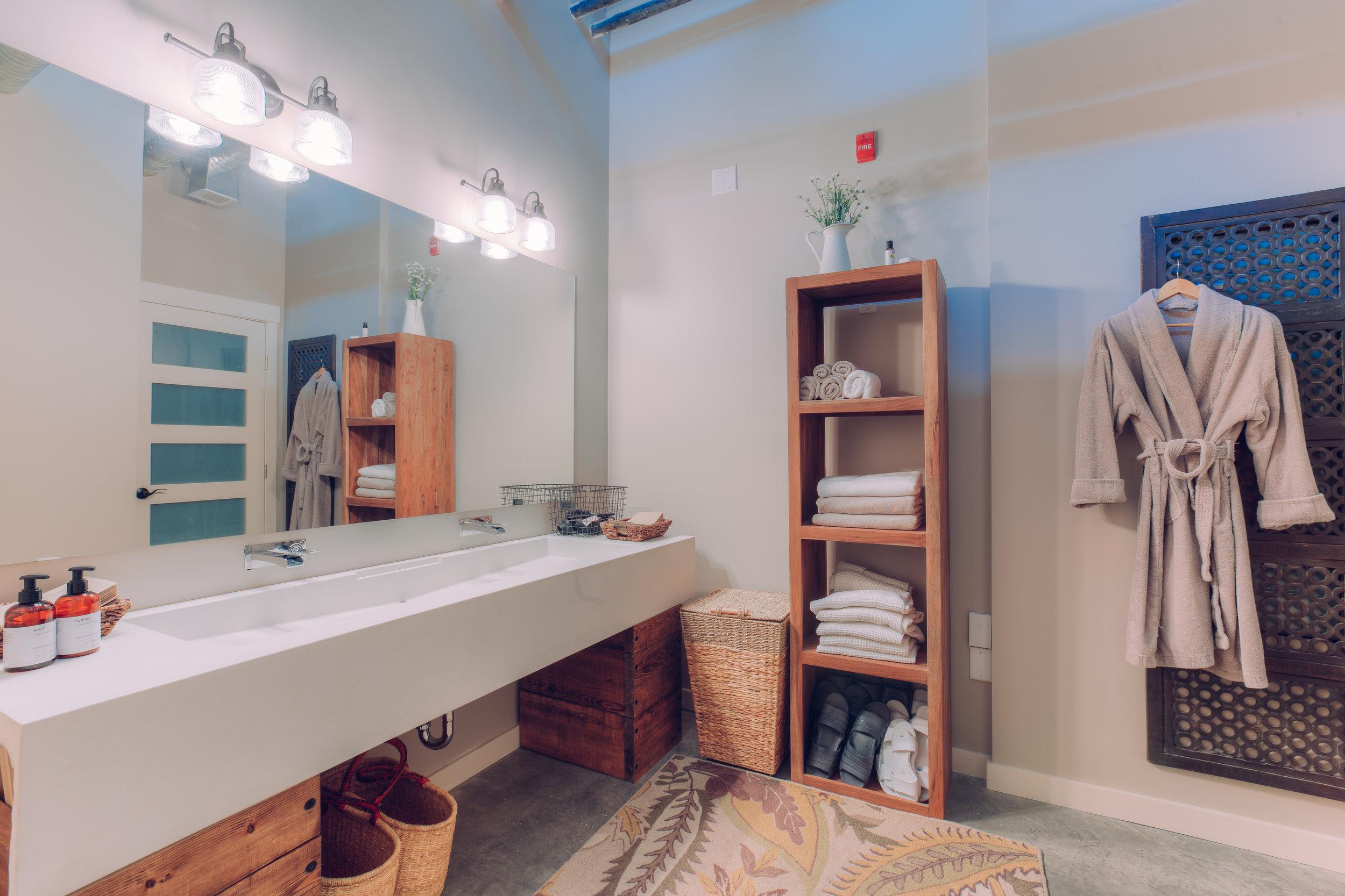 bathroomup.jpg