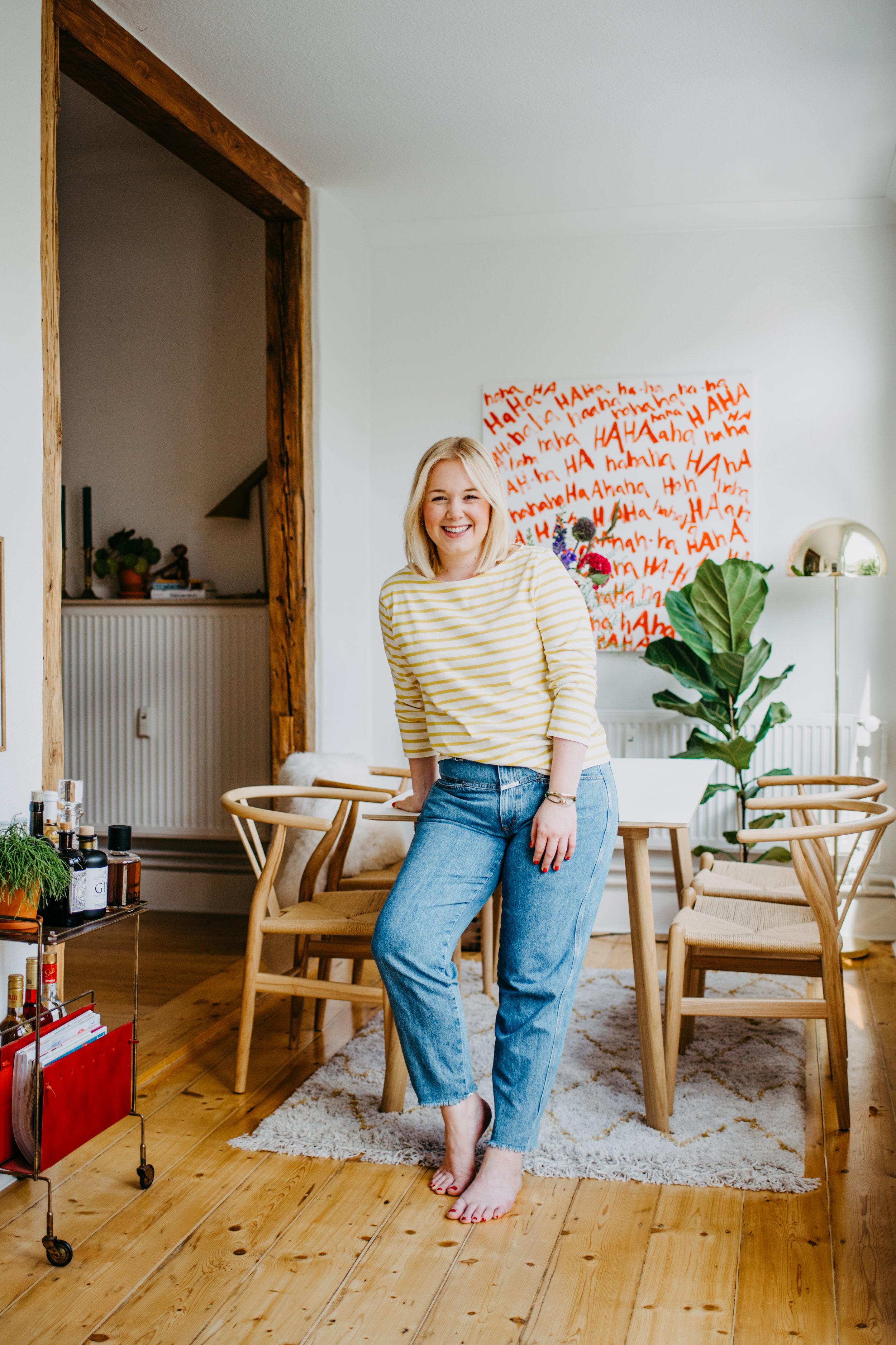 """Hi, - mein Name ist Luisa und es freut mich sehr, dass du auf """"How Luisa lives"""" vorbei schaust.Farben, Muster und Texturen begeistern mich von je her und es gibt für mich nichts schöneres als kreativ zu arbeiten und Menschen dabei zu begleiten ihr zu Hause zu ihrem eigenen Reich zu machen.adsasd"""