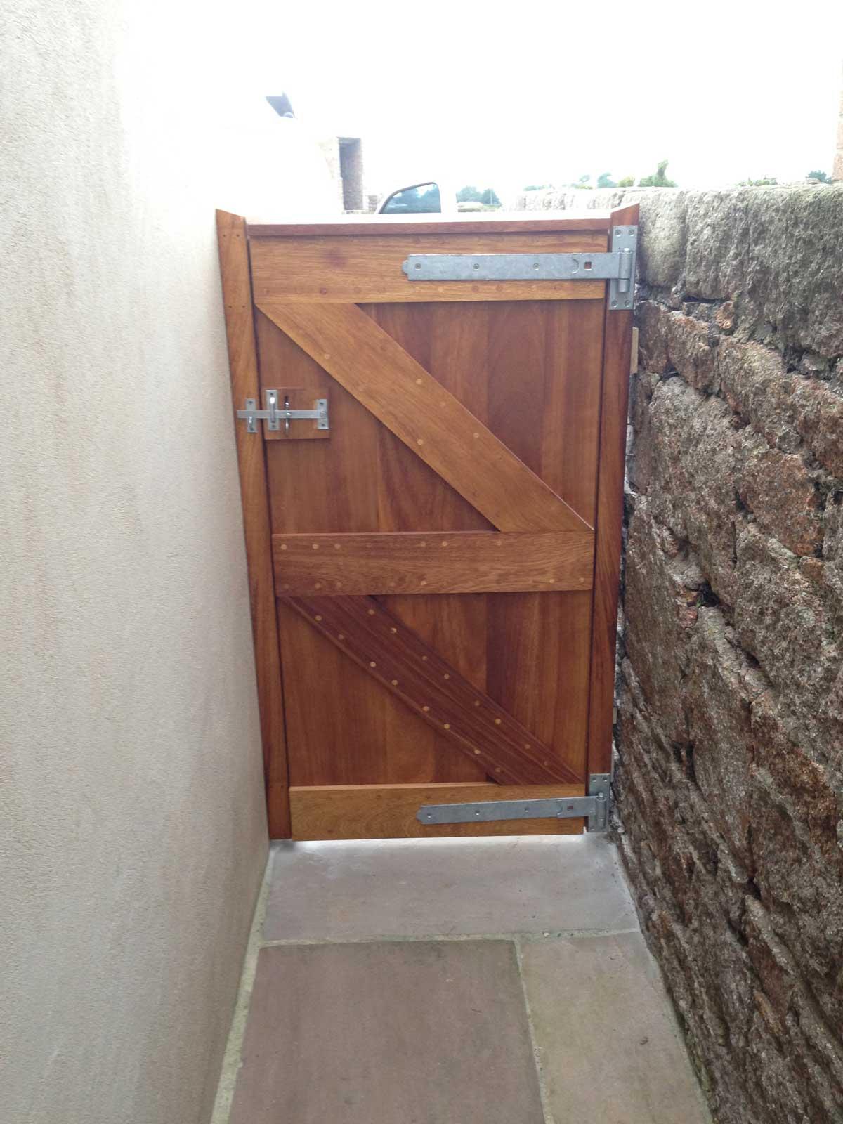 gate-back.jpg