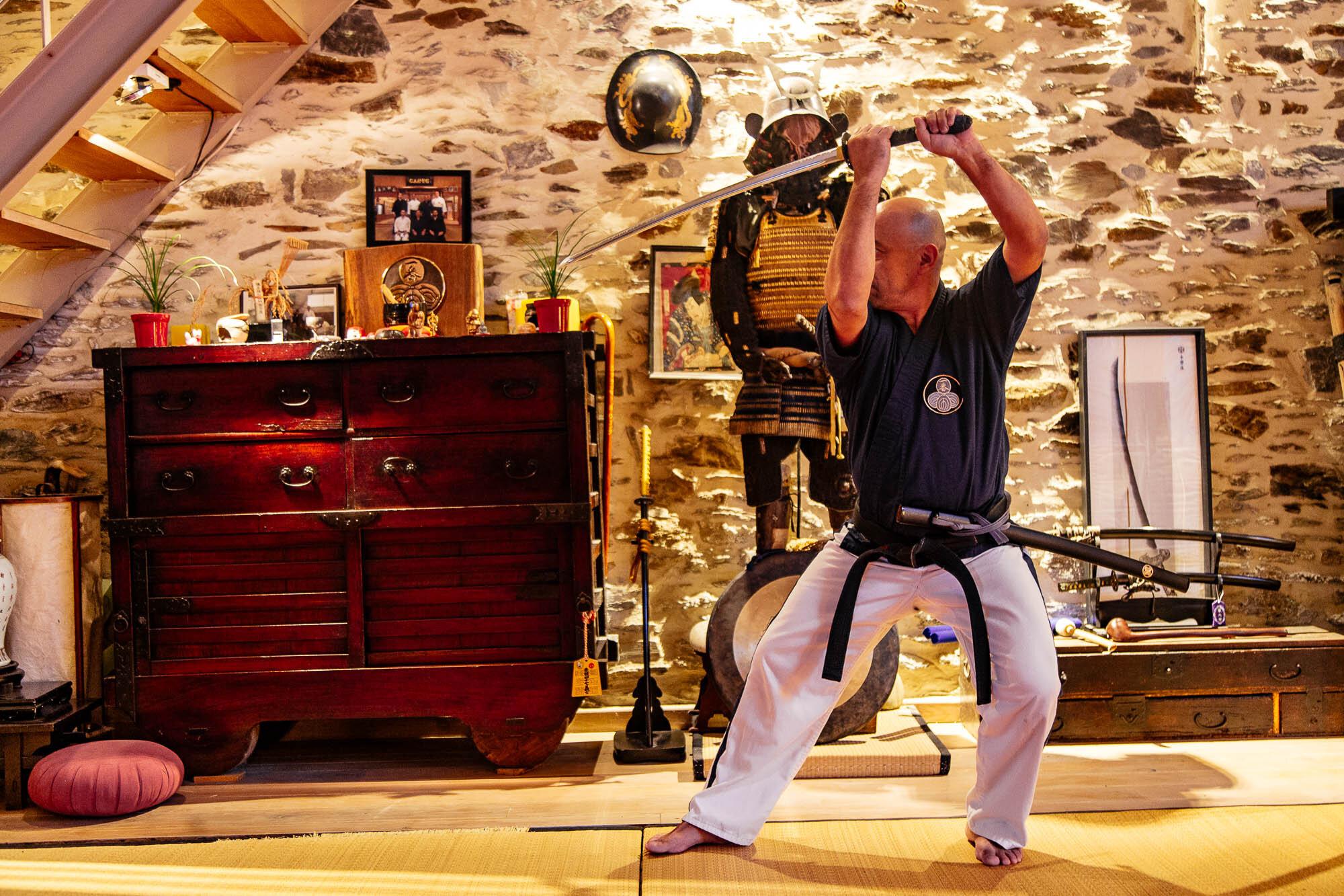 Ken Jutsu - C'est la technique du sabre : l'art de manier le sabre traditionnel, technique pratiquée par les samouraïs depuis plus de 10 siècles…
