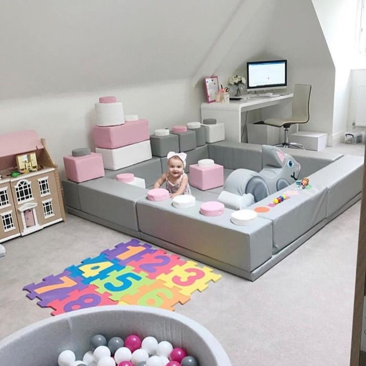 Love this office slash playroom- what a great set up!