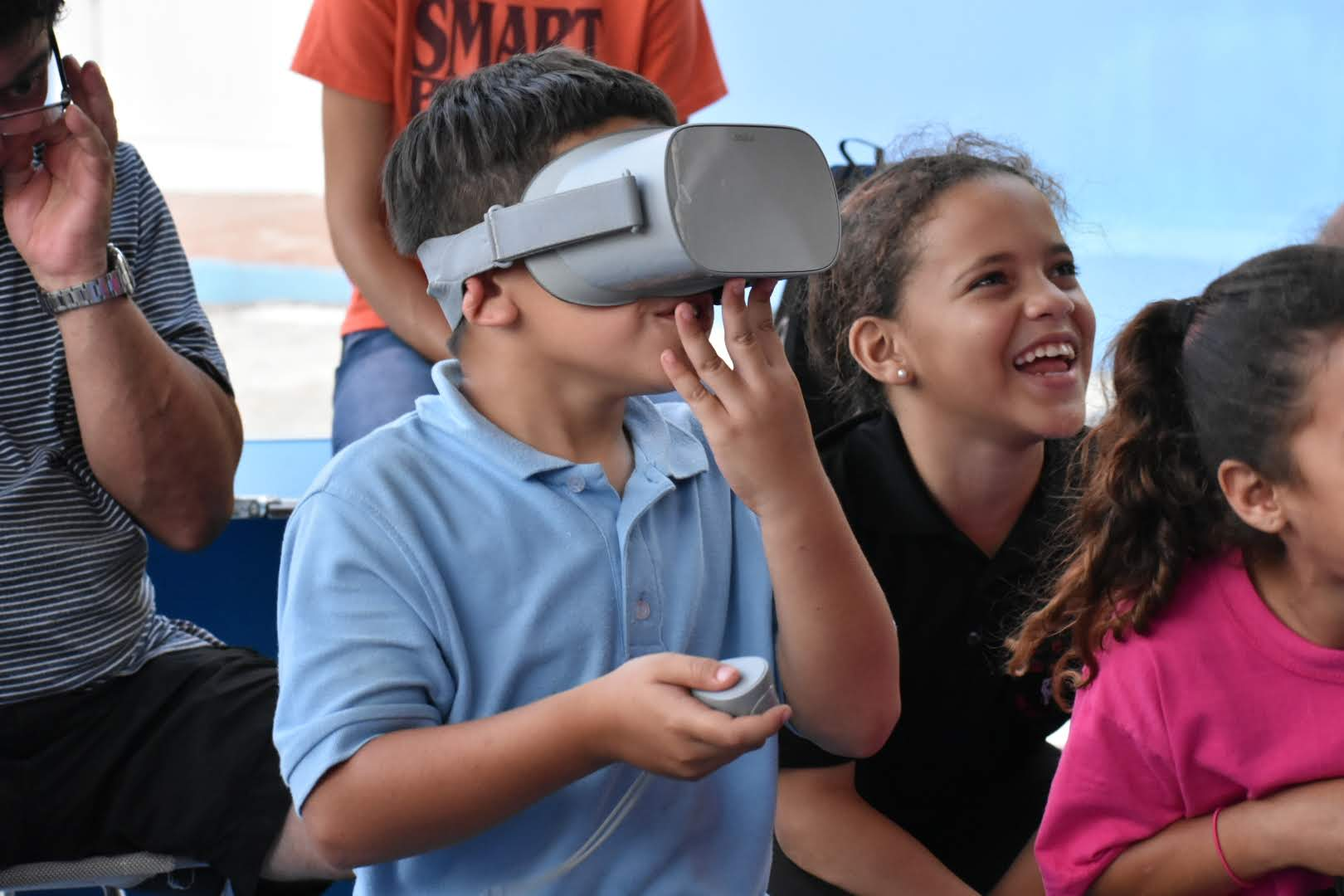 Local youth in La Perla, Puerto Rico, playing with a Virtual Reality headset from our IdeasBox program.