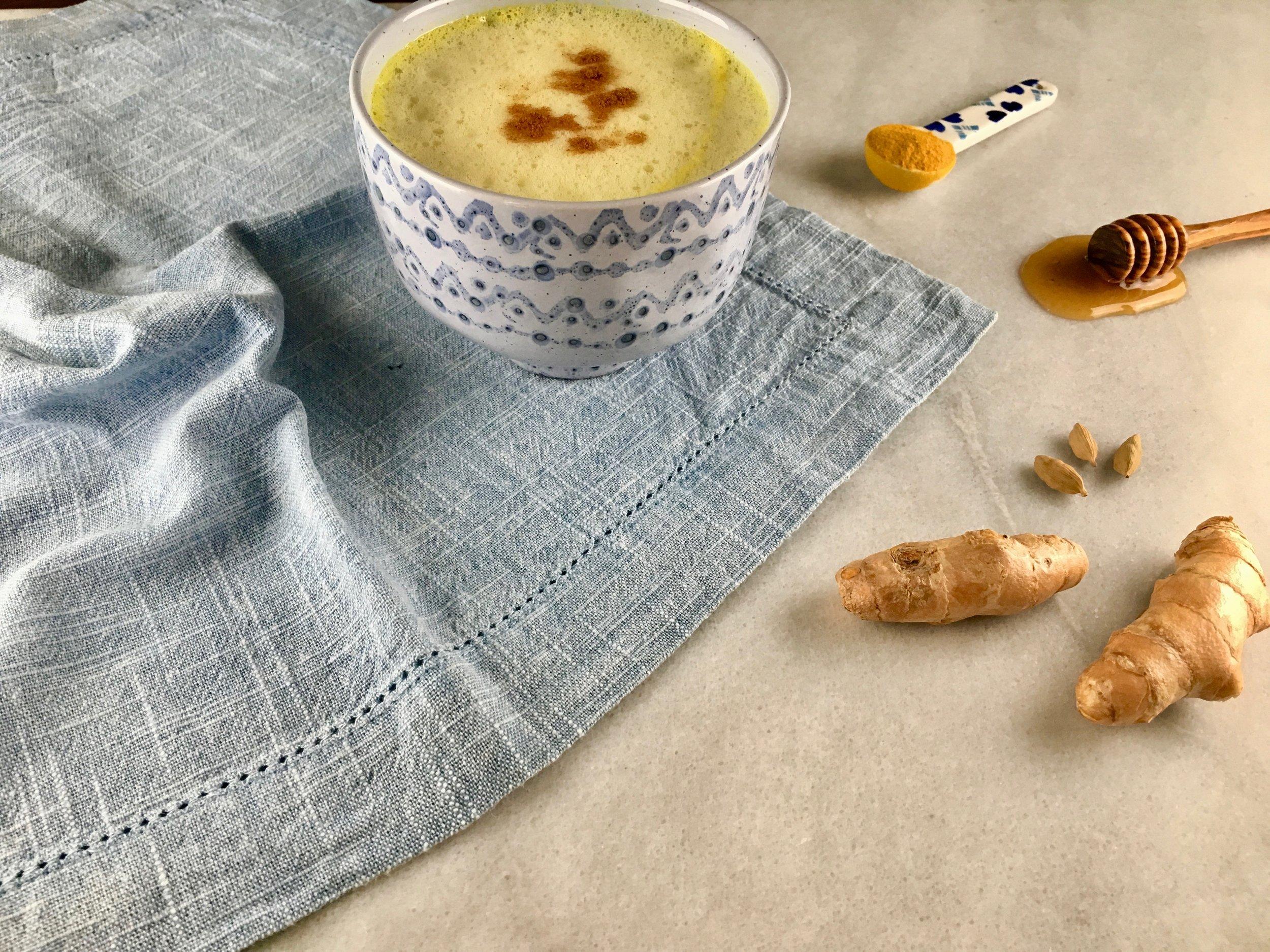 2.体を温める - 生姜。すりおろして豆腐に乗せたり、みそ汁やスープに加えたりする。