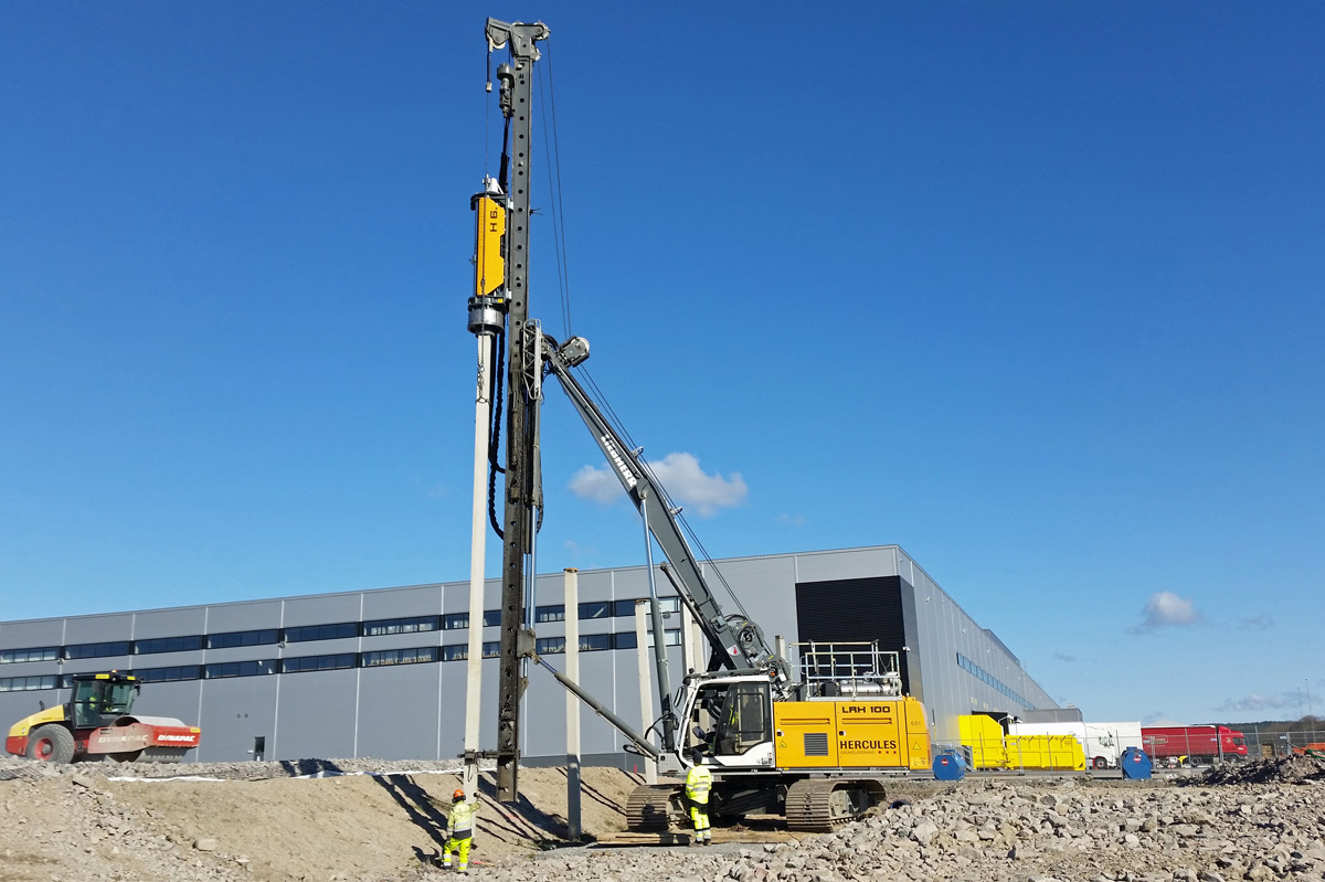 Photograph of yellow piling rig