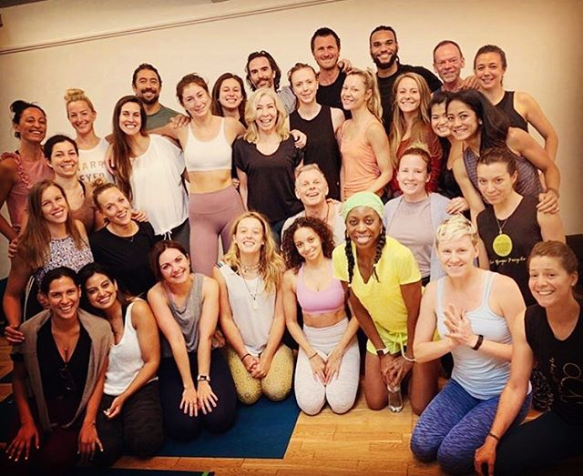 • 𝐹𝐿𝒴𝐼𝒩𝒢 𝐻𝐼𝒢𝐻 •  Earlier this week I completed advanced Rocket yoga training with @theyogapeople, my very own teacher @goodlordveda, master assistant @naijaboybending and this amazing group of yogis! The training included looking at patterns of behaviour - which if I'll be honest was the main reason I signed up!  So join me this week as I whip out some new moves:  THURSDAY 17.15 Hot Vinyasa Flow 45 @lightcentreuk Monument  18.15 Hot Dynamic Flow 45 @lightcentreuk Monument  FRIDAY 07.20 Rocket 60 L2 @totalchiyoga  SUNDAY 18.15 Rocket 60 @ampoweryogapilates  #yoga #yogateacher #vinyasaflow #dynamicvinyasa #rocketyoga #thelightcentre #monument #cityoflondon #londonyoga #totalchiyoga #bakerstreet #marylebone #ampoweryoga #zenbutterflyyoga #getthezen