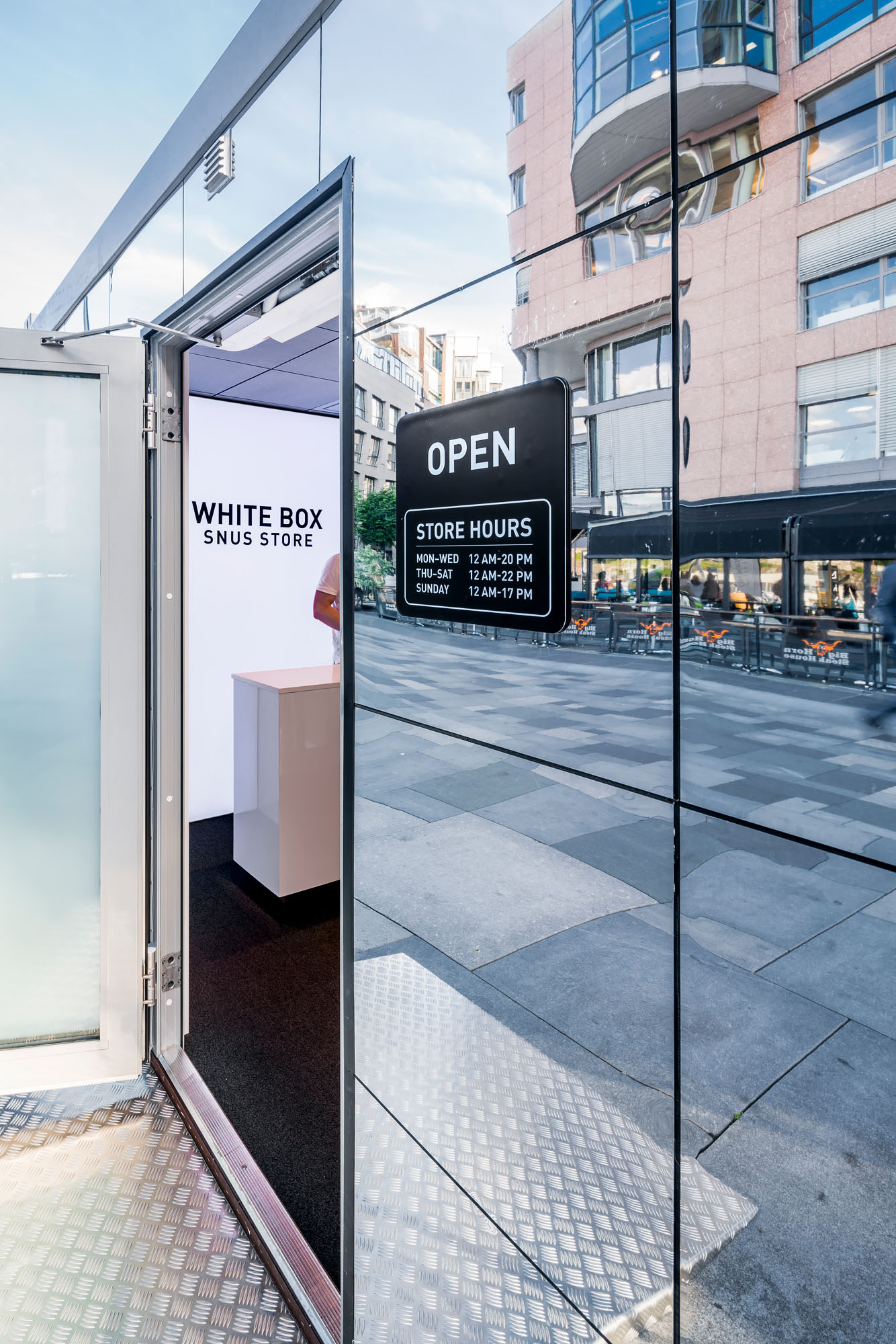 Swedish Match Pop Up - White Box Snus Store Retail Concept Solution
