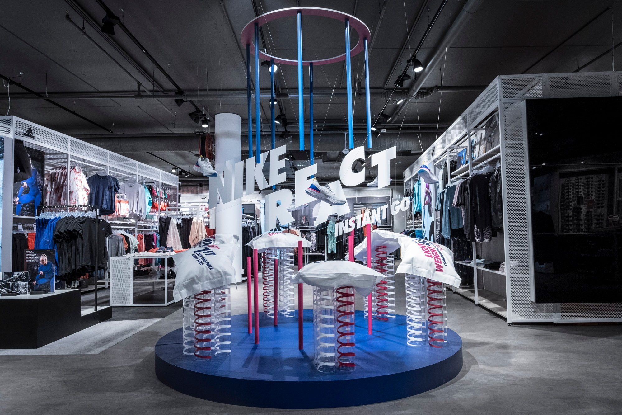 SHOP-IN-SHOP - We create impactful extension of campaigns, brand identity and store concepts into the multibrand arena. We manage distributor contacts and implement cohesive campaign installations throughout Europe.