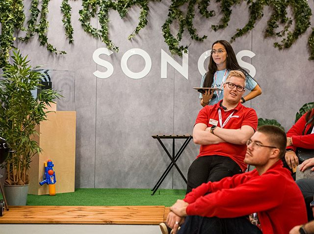 Learning made fun in the Sonos booth by WorkShop at Media Markt Expo! . . . #sonos #mediamarkt #mediamarktexpo2019 #training #learning #fun #conceptdesign #creative #agency #artdirection #inspiring #retail #retaildesign #design