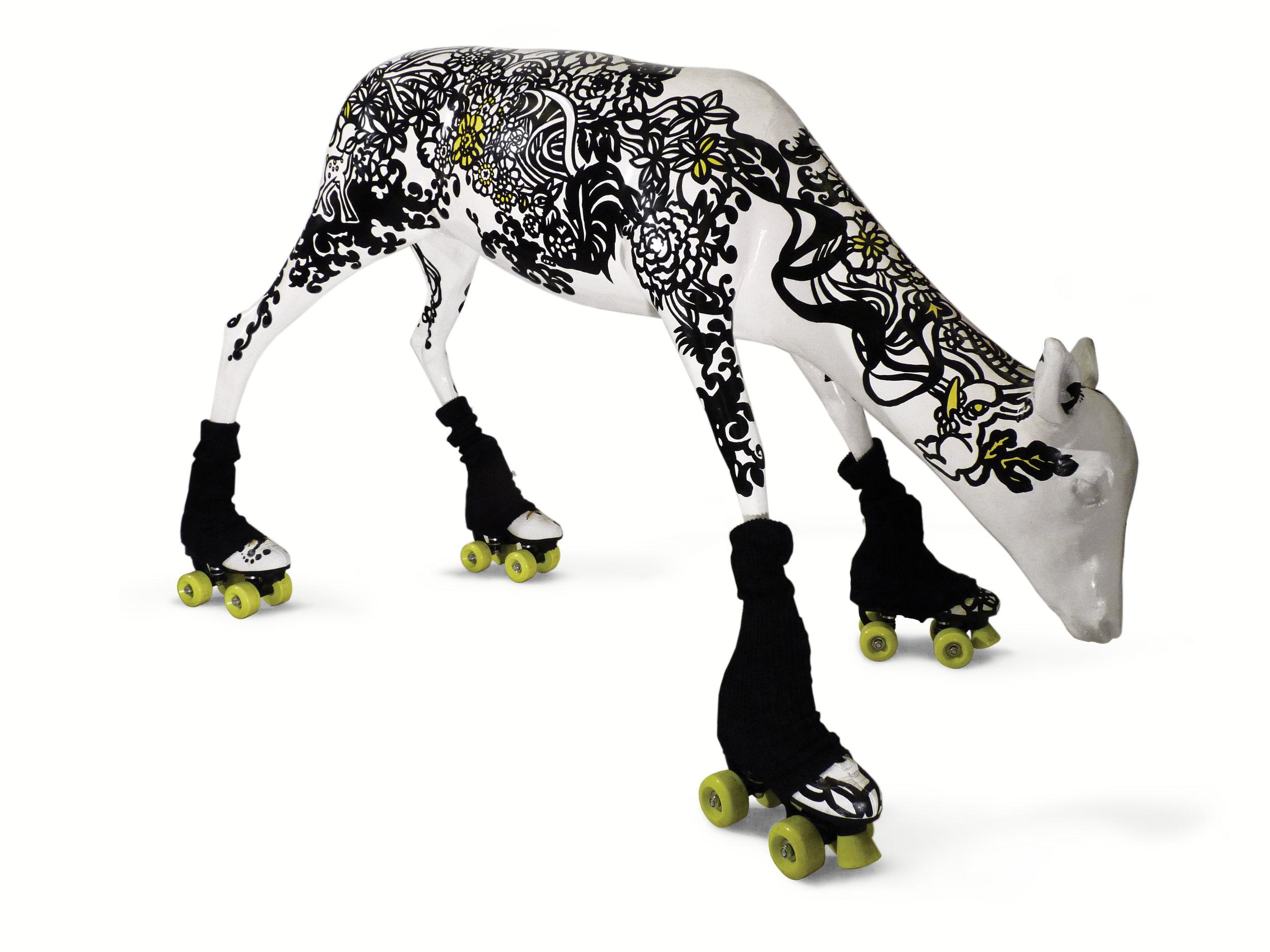 Ernesto - Veado de resina pintado à mão e patins.   Handpainted resin baby deer and rollerskates.