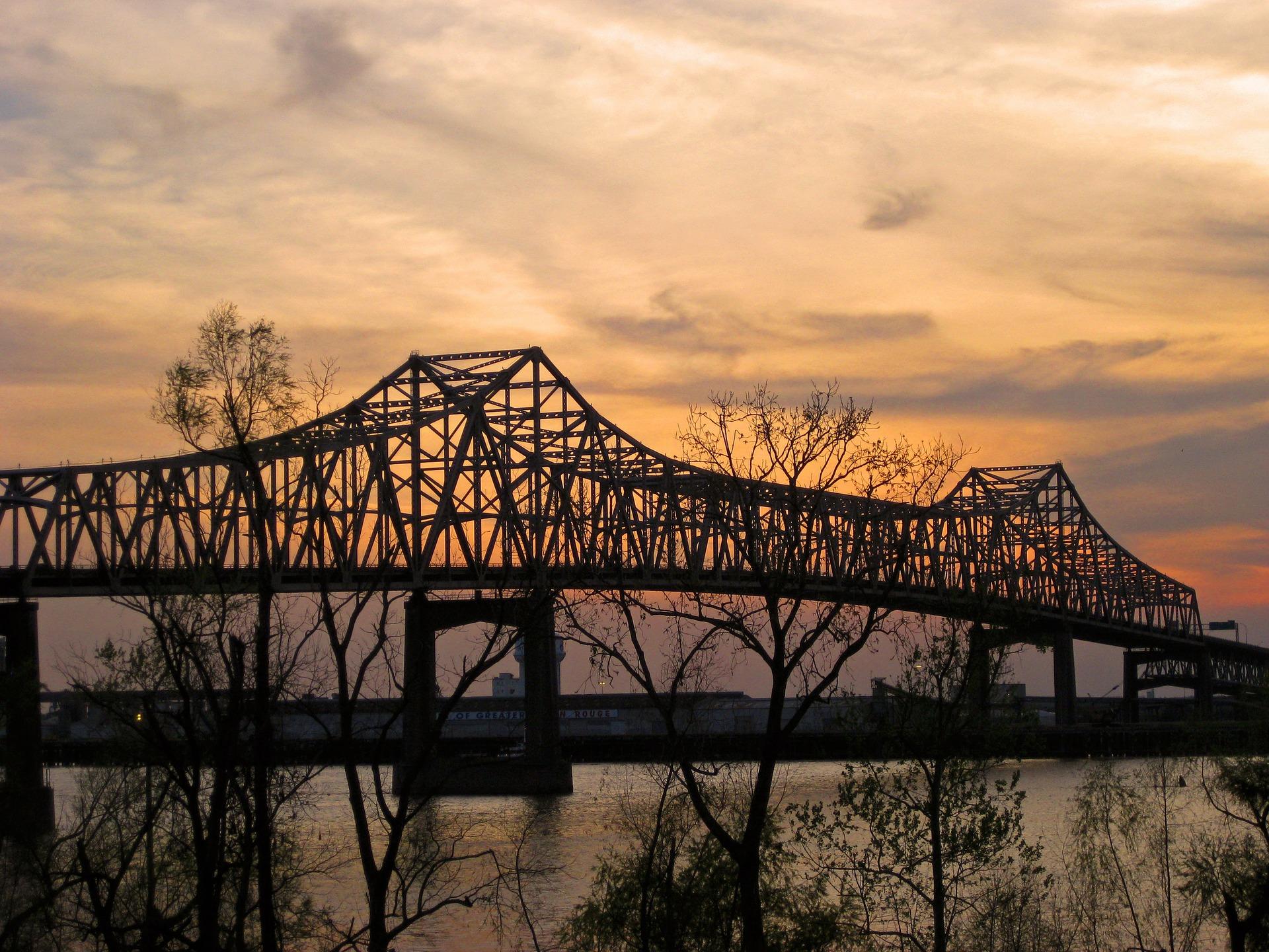 bridge-170323_1920.jpg