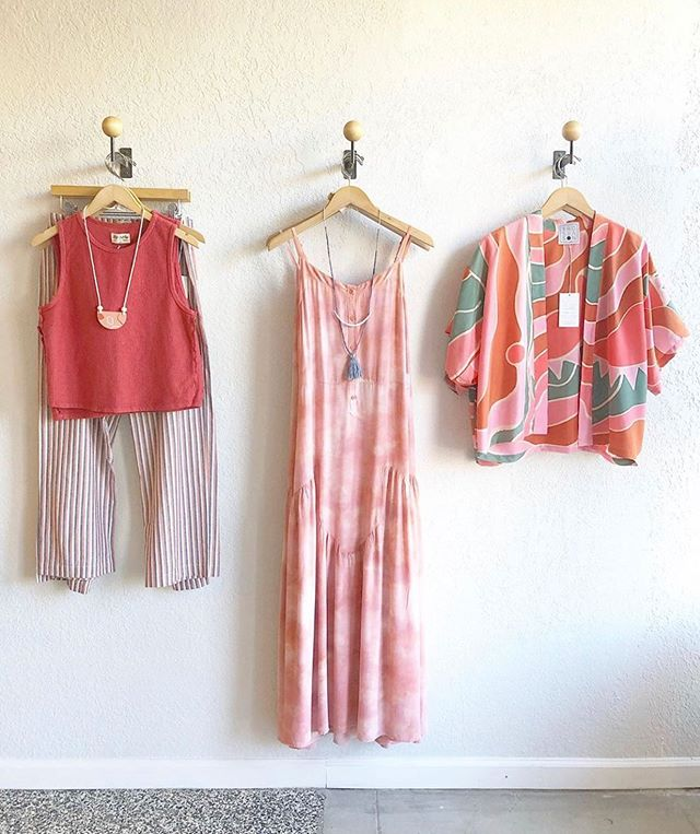 "There's already so much talk of fall, which can only mean...Bay Area ""summer"" is right around the corner! 🌞 Thank you @dandelion_post for these easy breezy outfit picks 🤩"