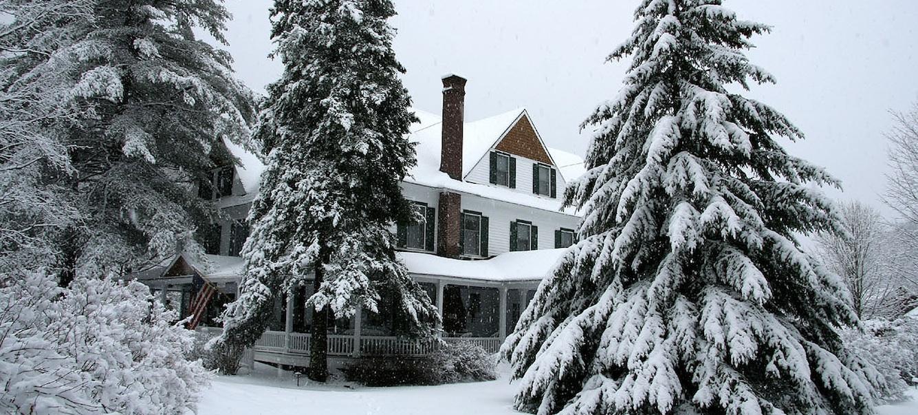 exterior-inn-in-winter-2-snowing.jpg