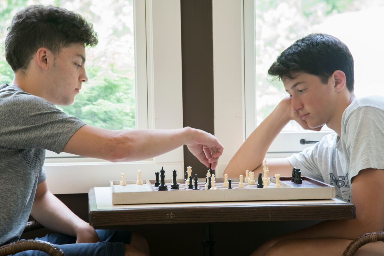 Hodges 2016 Boys play chess.jpg