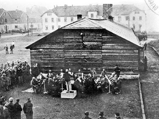 Lagerorchester im Konzentrationslager Auschwitz-Birkenau. Foto: KZ Gedenkstätte Auschwitz Birkenau
