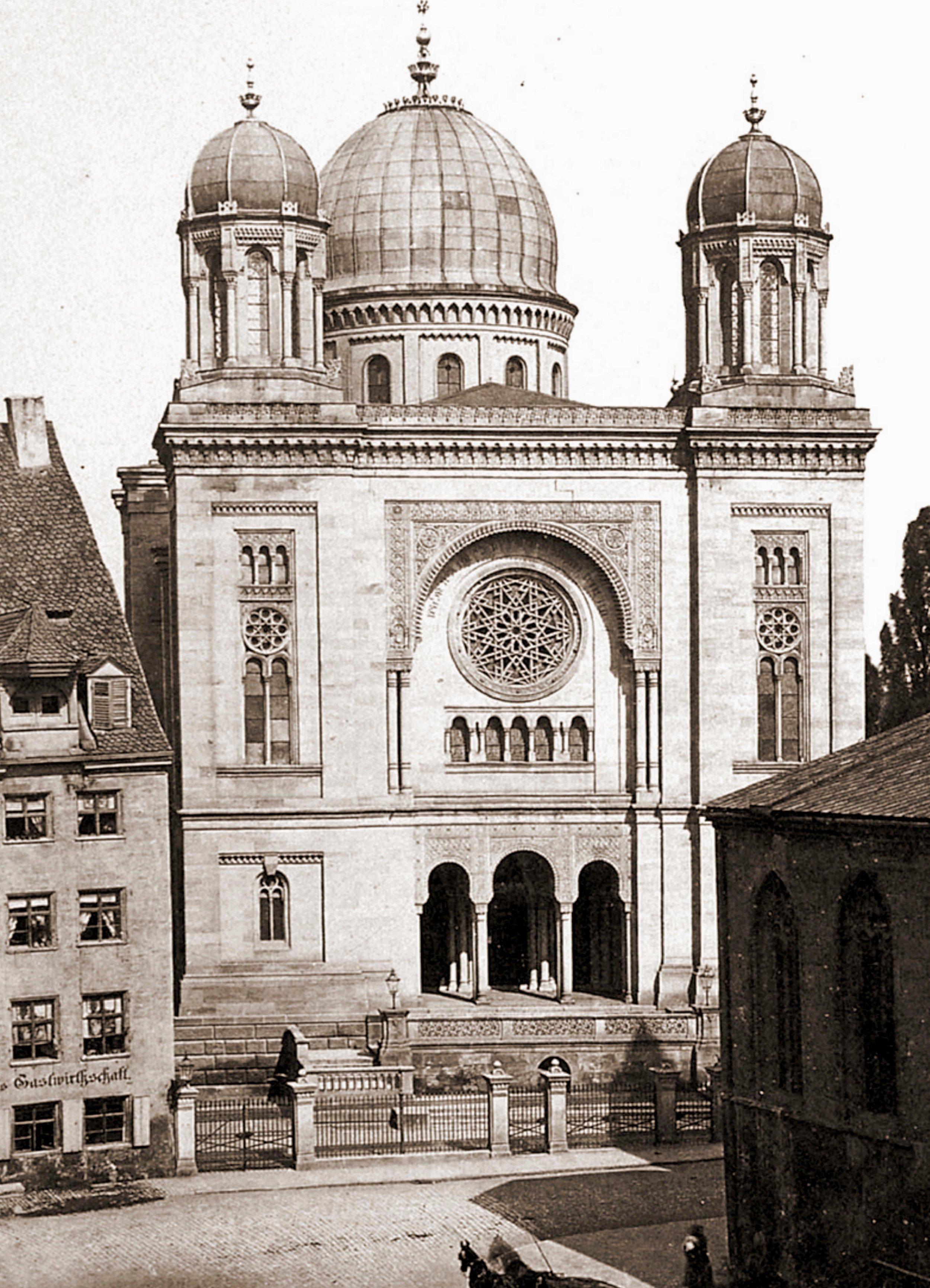 Auch der Standort der ehemaligen Synagoge, hier auf einem Foto von ca. 1880, darf bei der Führung natürlich nicht fehlen. Foto: Archiv Altstadtfreunde