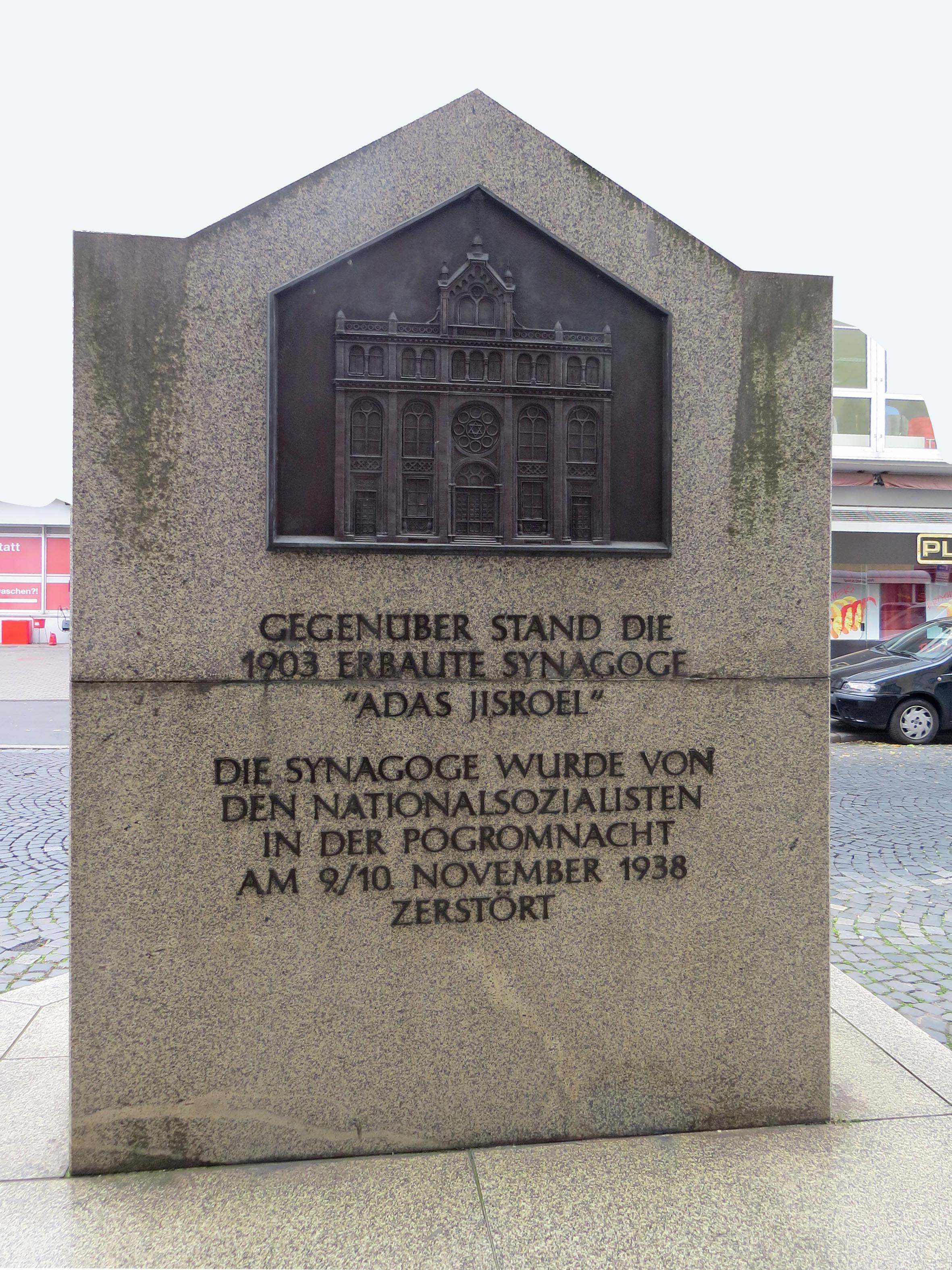 Gedenkstein in der Essenweinstraße zur Erinnerung an die zerstörte Synagoge. Foto: Dr. Günter Heß