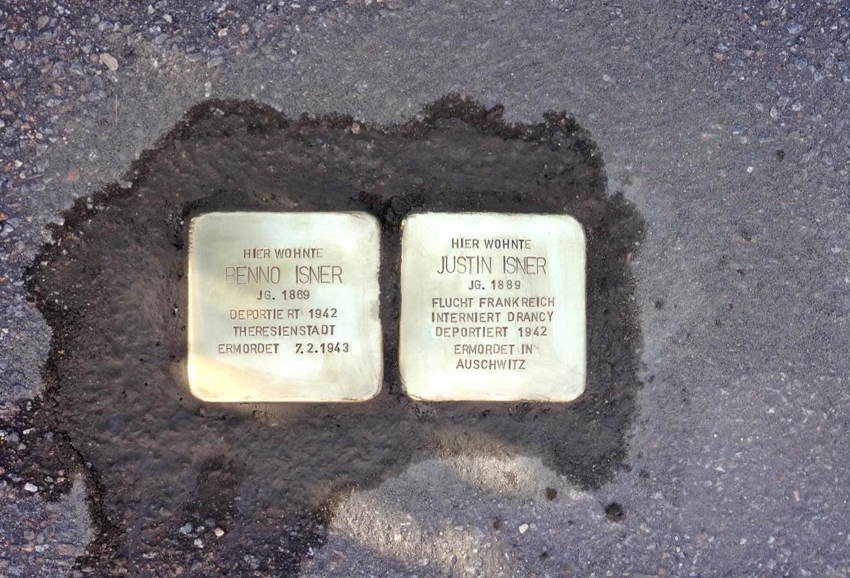 Stolpersteine für Benno und Justin Isner in Hüttenbach. Foto: Birgit Kroder-Gumann