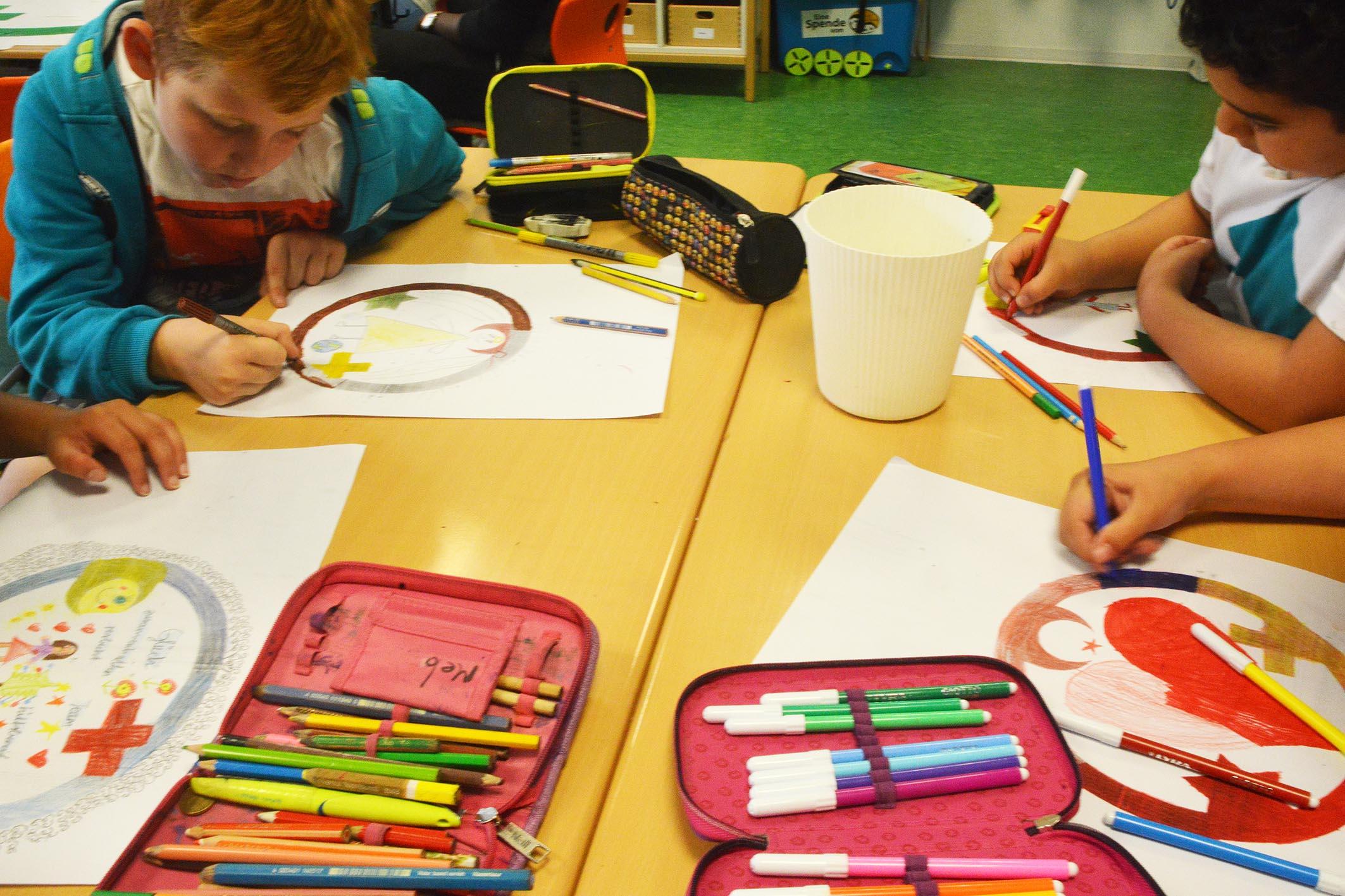 Grundschüler arbeiten zum Engel der Kulturen. Foto: privat