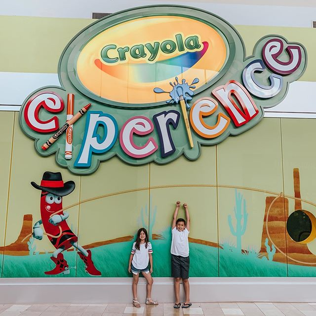 Yesterday we kicked off Summer with some crafts at the @visitcechandler Crayola Experience 🙌🏼 It was so much fun and highly recommend for kids 2 and up! What fun stuff do you guys have planned this Summer? ☀️ #visitchandler #crayolaexperience #crayola #summeractivities