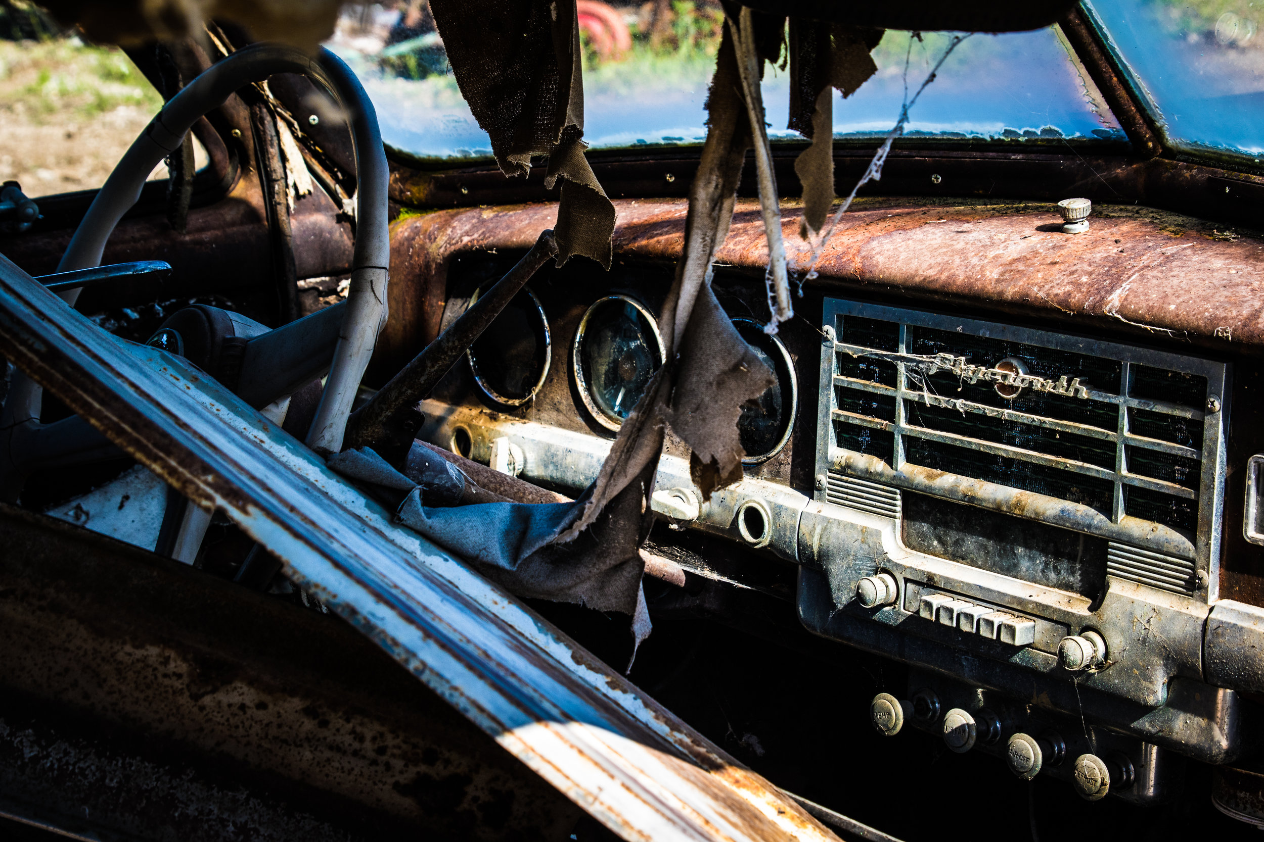 The signs on the dashboard say: rusty & worn out!