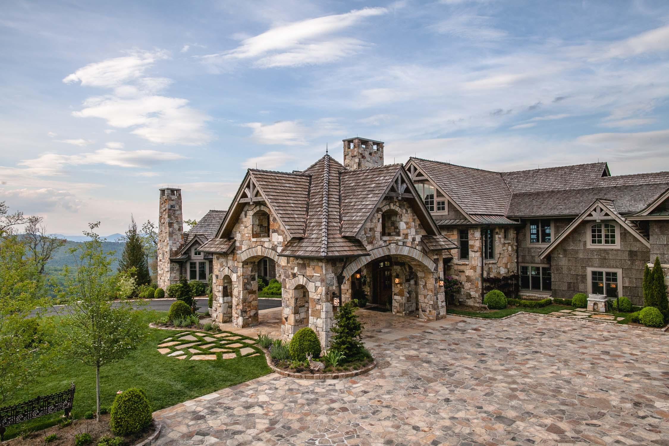 Front-of-Rockwood-Lodge-Highlands-North-Carolina-Erik-Meadows