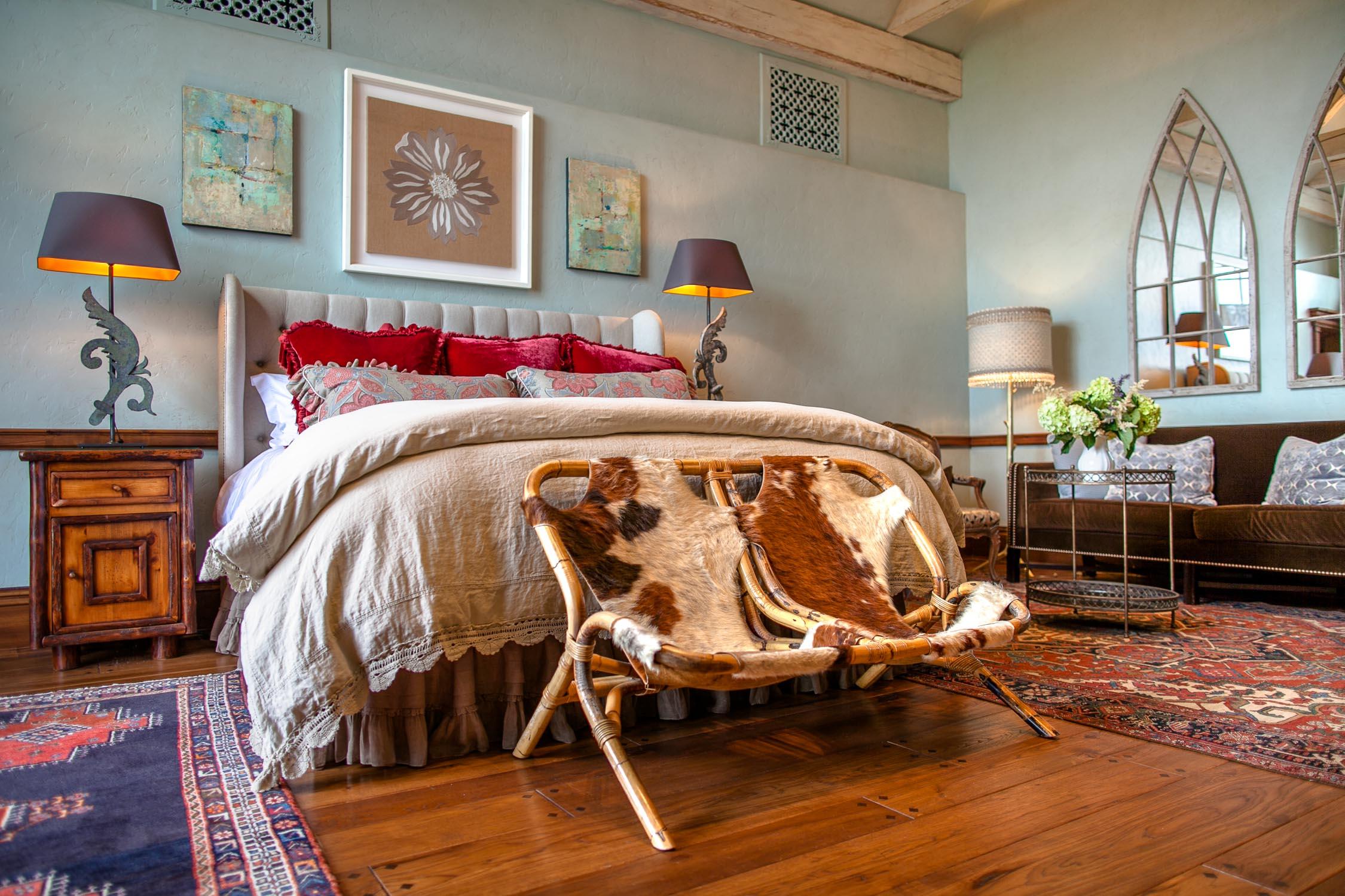Rockwood-Lodge-Guest-Bedroom-Erik-Meadows