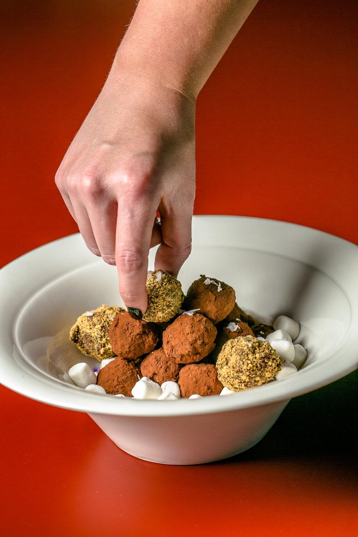 Tiny-Lous-Housemade-Desserts-Erik-Meadows