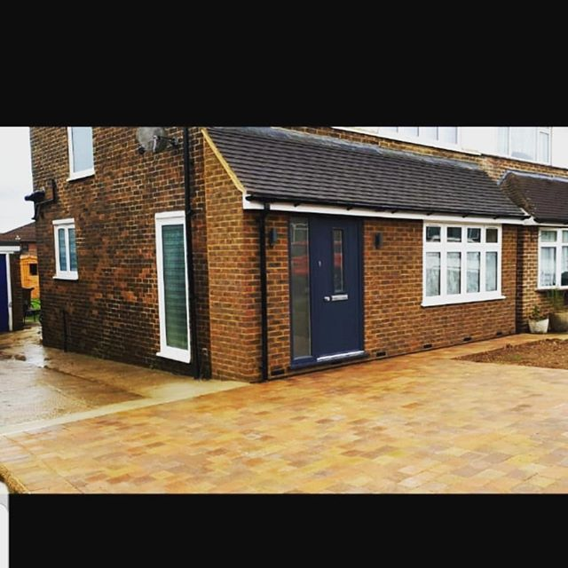 Front Porch and single storey rear extension complete, from start to finish.  #builders #driveway #extensions #sjohnsonandsonsbuilders #porch 🏡✅
