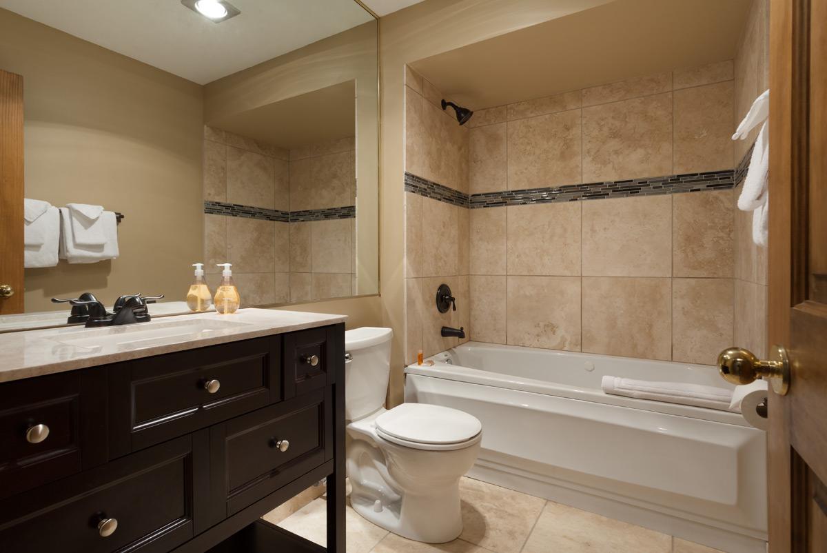 G11-Bath-1.jpg