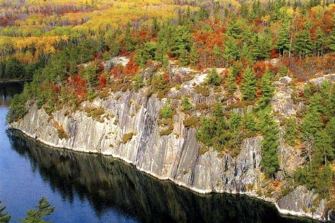 VOYAGEURSNATIONAL PARK - West of the BWCAW is Voyageurs National Park, a vast landscape of open water best known for its motorized and non-motorized boating opportunities.