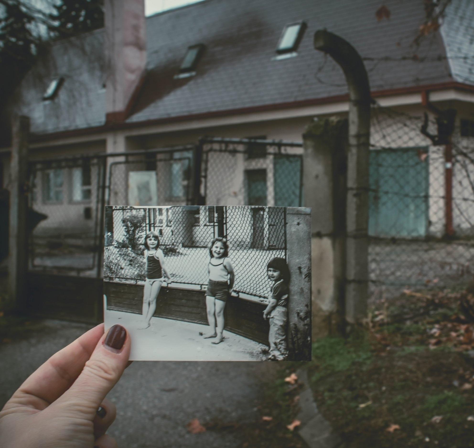 Childhood+anita-jankovic-606752-unsplash.jpg
