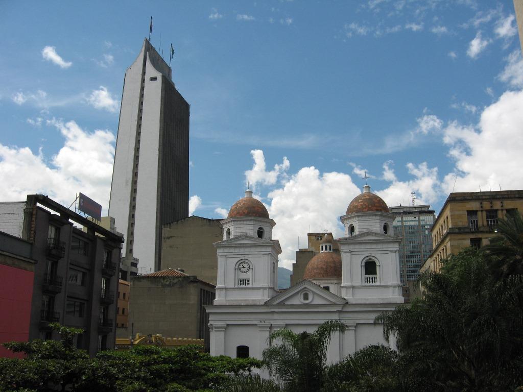 Edificio Coltejer en Medellín, visto desde el Parque Berrío.