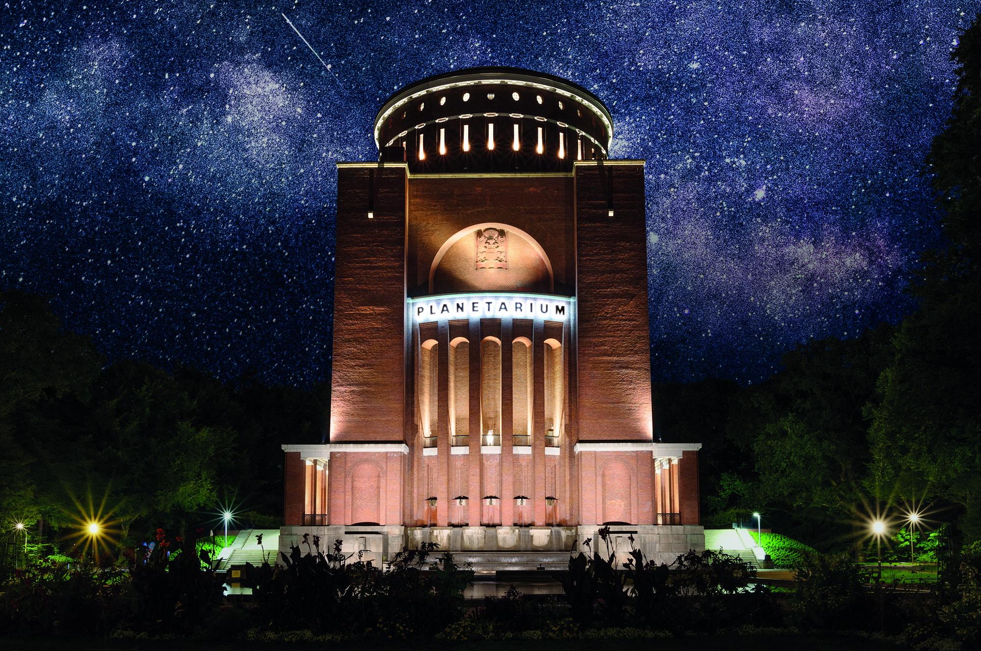 PlanetariumHHBeiNacht1_cFotografenwerkHH.jpg