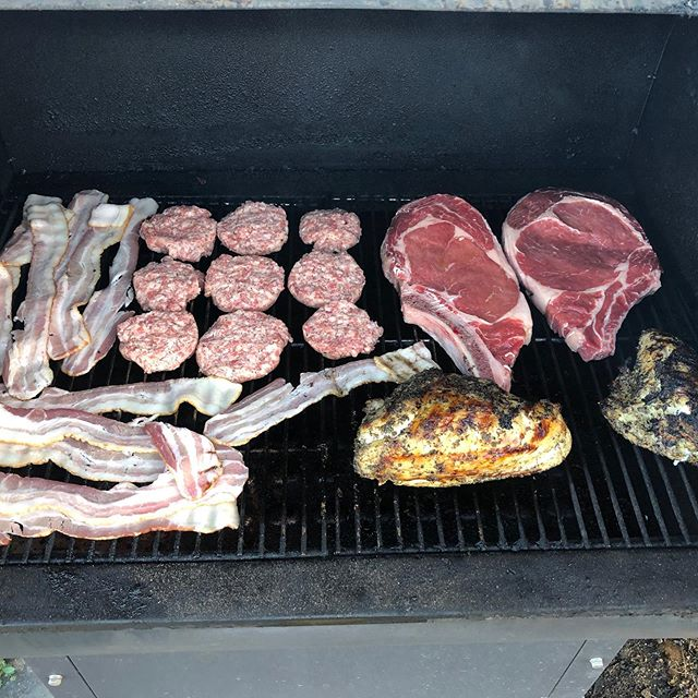 Full rack... we hungry 😋 smoking some sausage, bacon, ribeyes and chicken for our salad 🐥