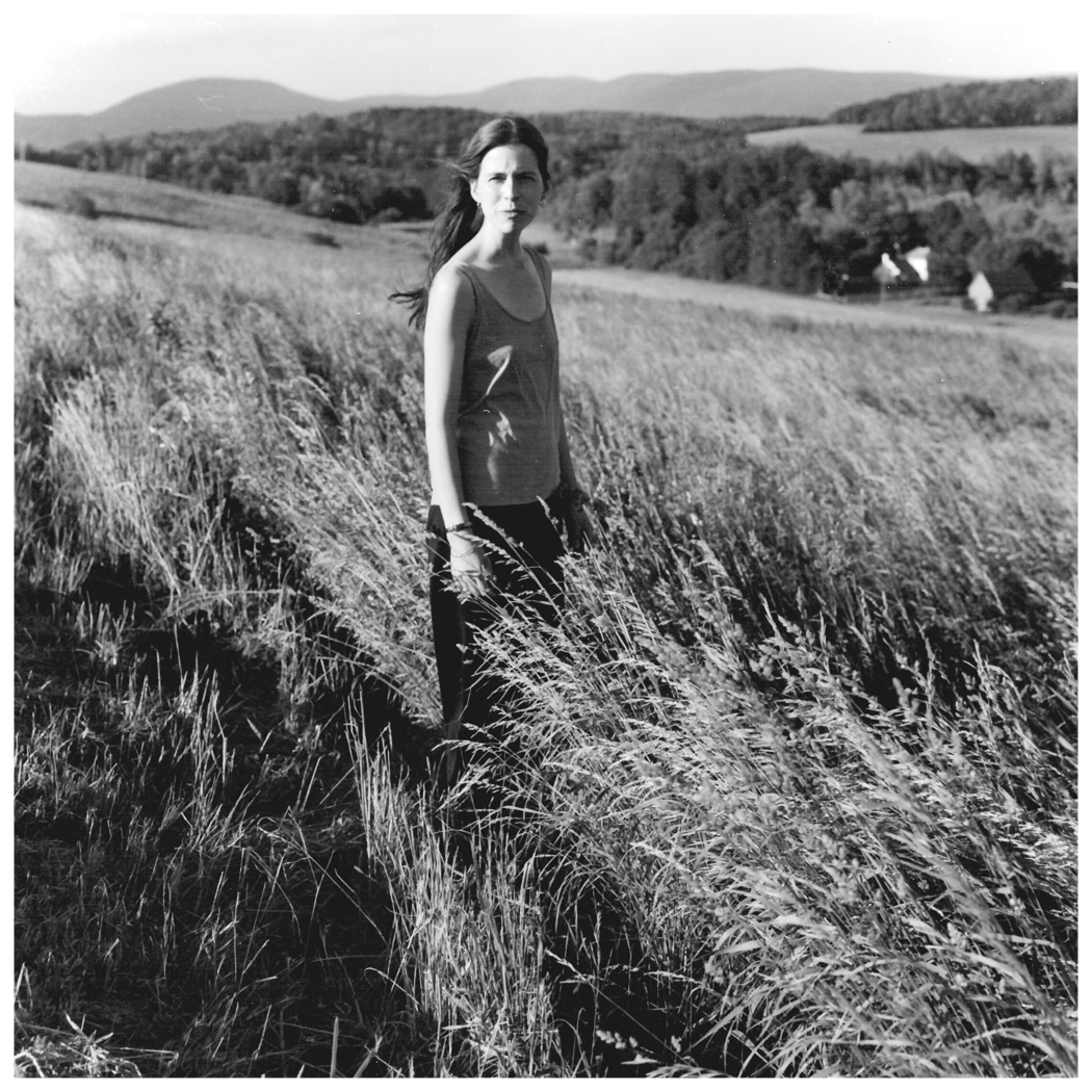 Photography_Portfolio-Small_WomanField.png