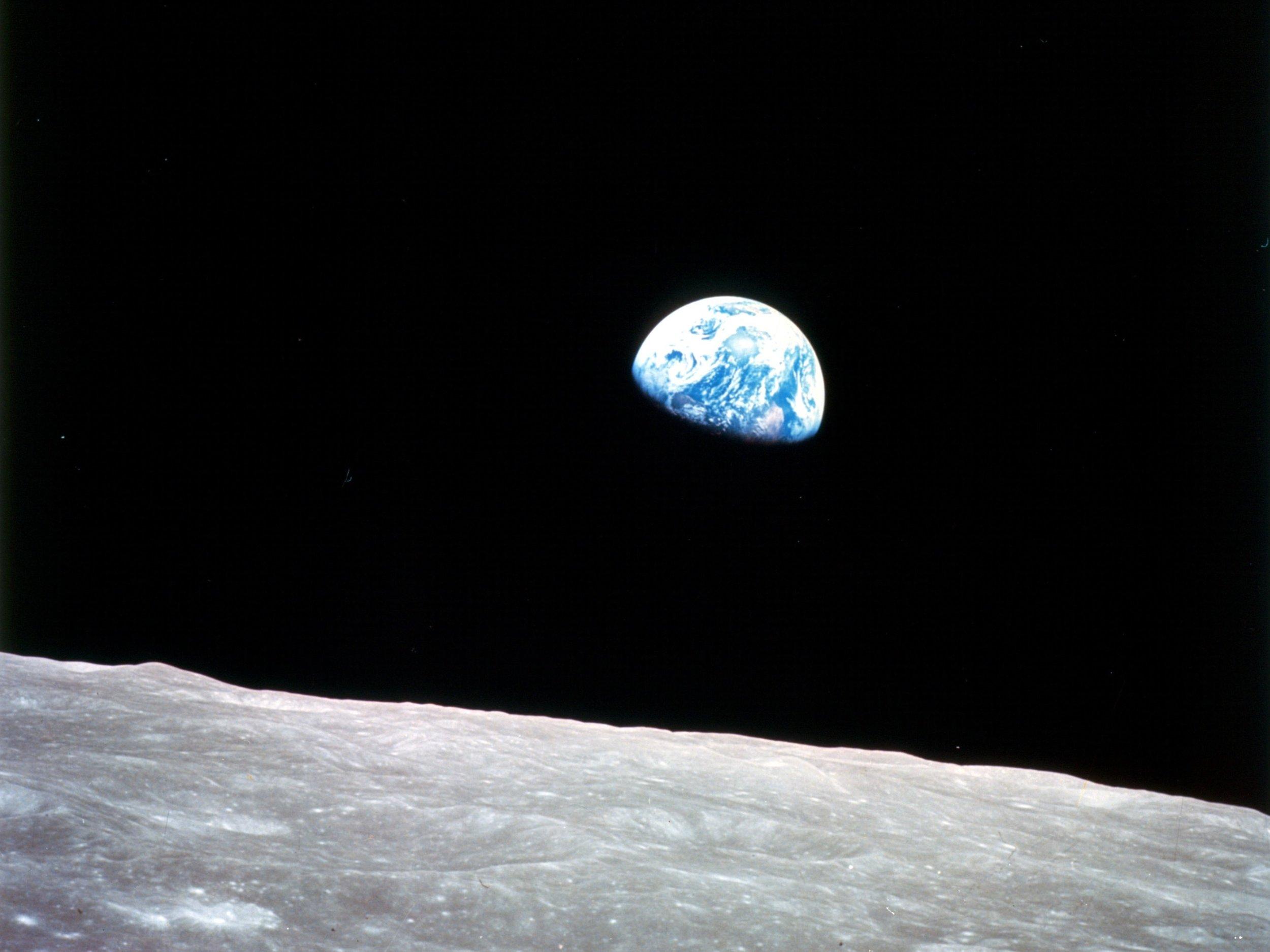 Earthrise-Apollo-8.jpg