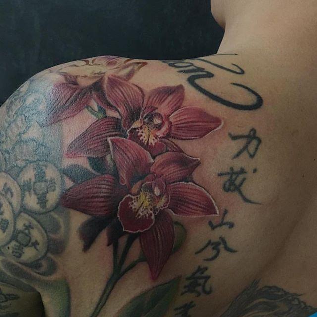 Orchids done by: @seabearrrr • • • • #tatuajes #tattoo #tattoos #tattooed #tattoolife #inked #inkedlife #inkmagazine #artwork  #skinart #tattooart #instagood #vancity #yvr #vancouvertattooartist #ink #instamood #art #thirdeyetattooparlour #newwest #newwestminster #primalattitude @primalattitude #facetattoo #vancity  #fullsleevetattoo #fullsleeve #backpiece #handtattoo