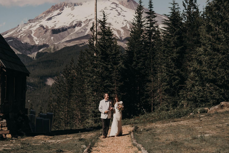 Olivia_Kyle_Mt_Hood_Wedding_0225.jpg