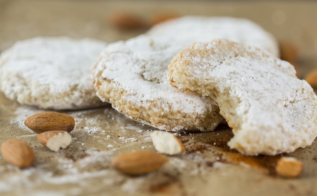 Cocktail Cookies - almond cayenne