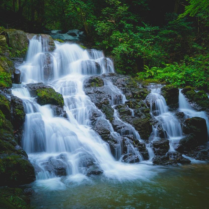japan-summer-waterfall