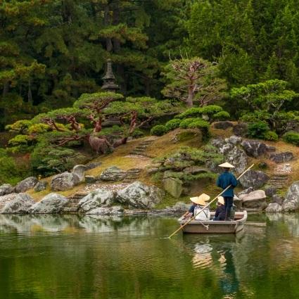 ritsurin garden pond boat