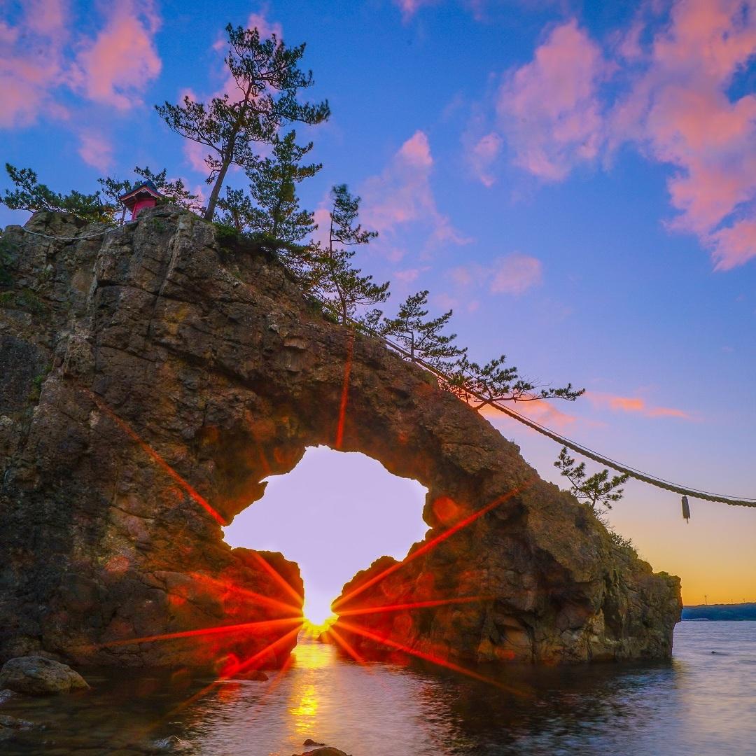 japan+rocks+rope+coast