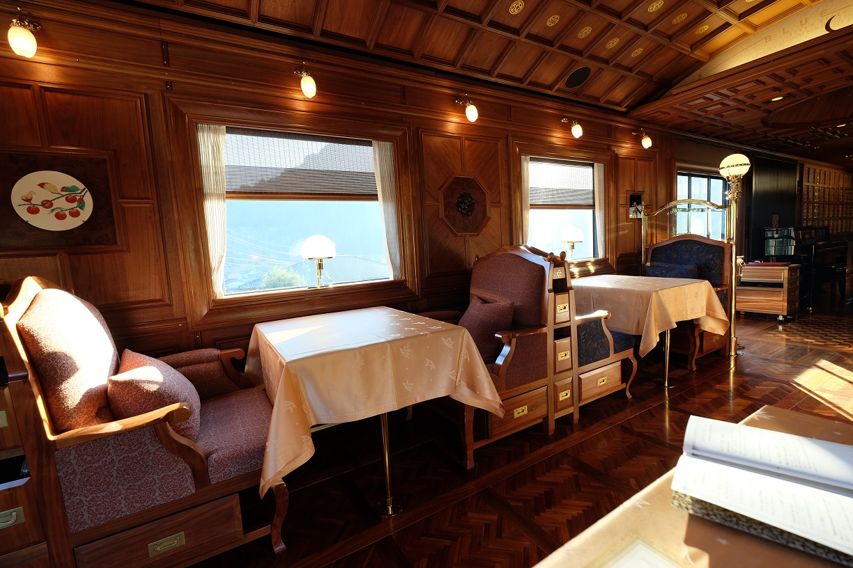 Seven Stars Train Dining car.JPG