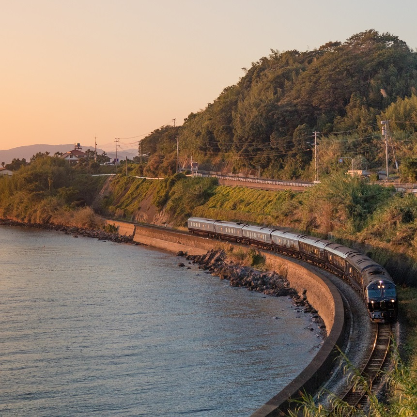Seven+Stars+Luxury+Train+Kyushu+scenery+coast+nature.jpg
