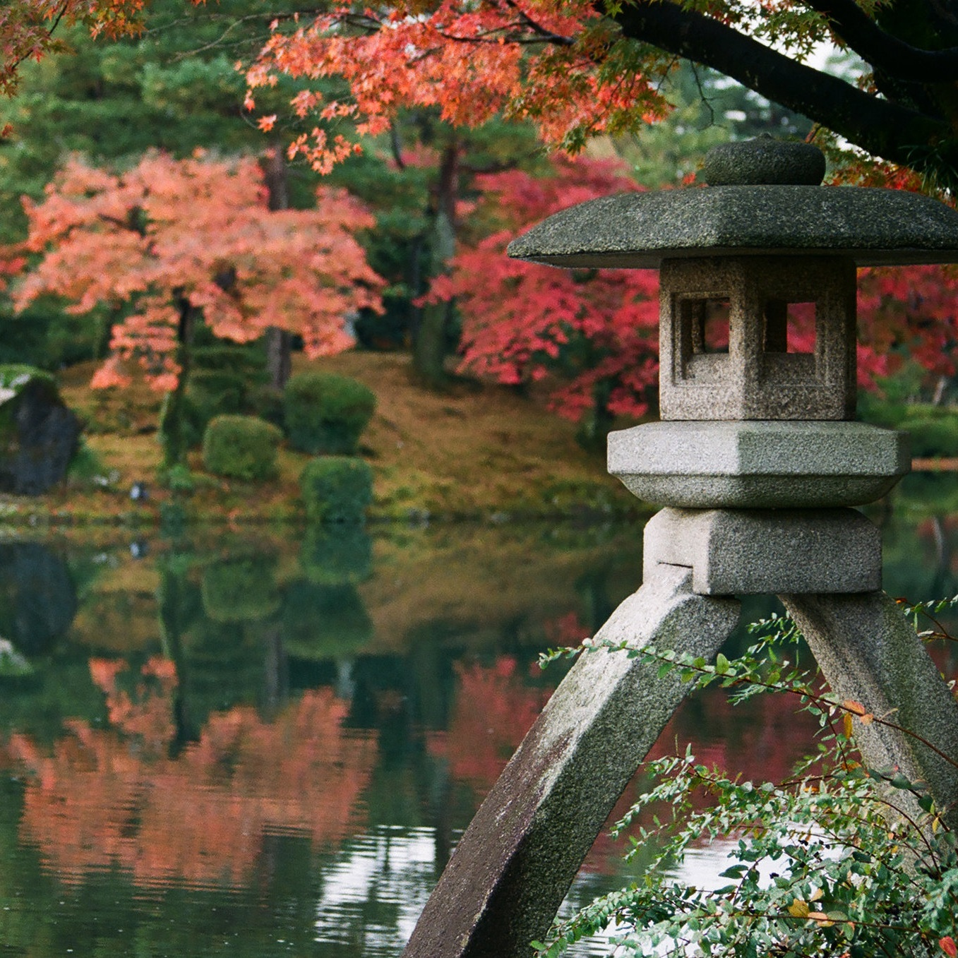 kenrokuen+garden+fall+japan.jpg