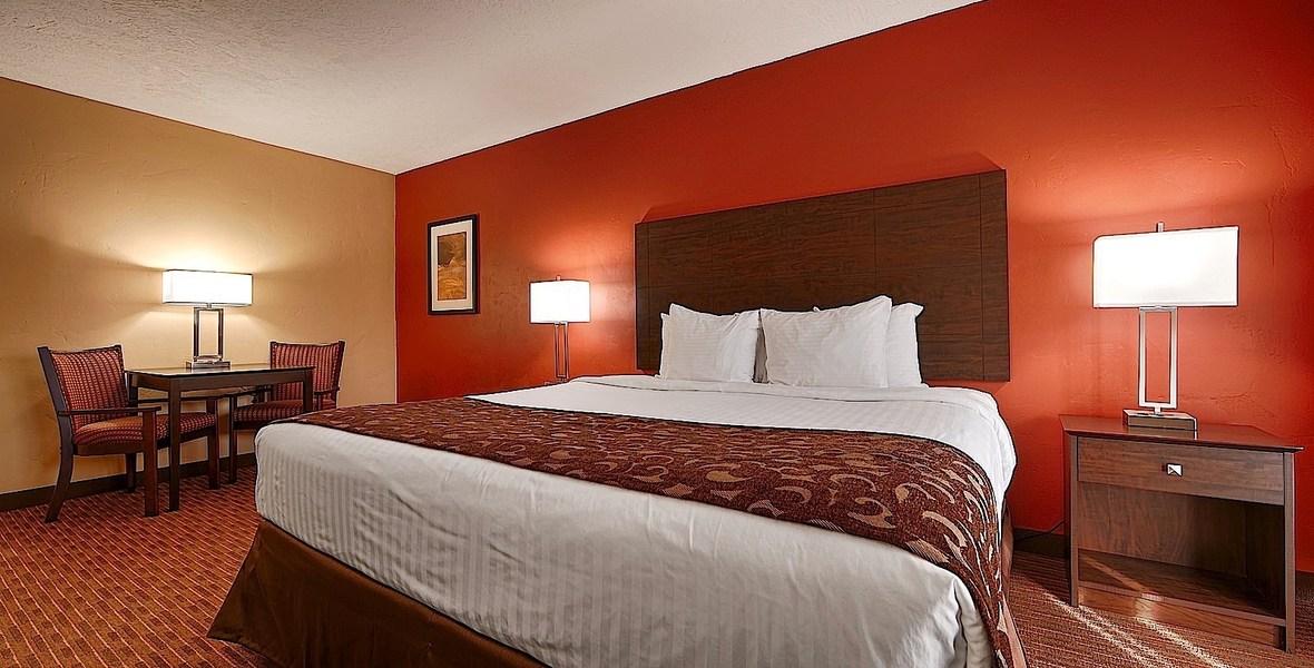 el_rey_inn_suites_deluxe_king_room.jpg