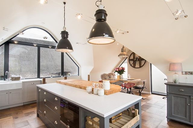 This Latona kitchen in this Grade II listed building is a lovely mix of Solid Surface and Hardwood.  #SolidSurface #YourTristoneCreation #Tristone #KitchenDesign #InteriorDesign #RIBA #Architecture